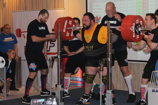 How to train to get strong: powerlifting - Iron Edge
